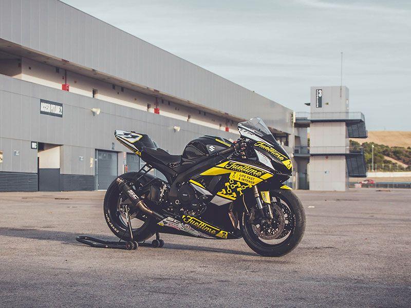 Moto patrocinada Fueltime en el circuito de Jerez